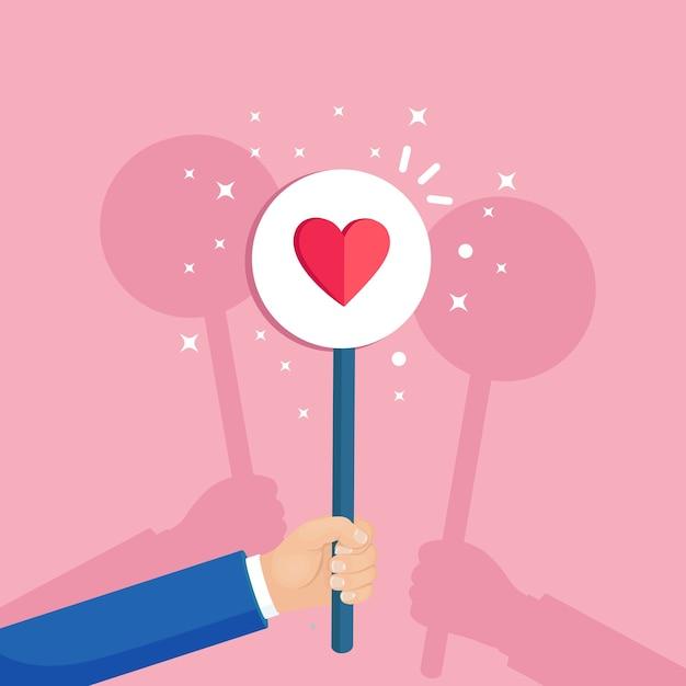 Groep bedrijfsmensen met rood hartaanplakbiljet. sociale media, netwerk. goede mening. getuigenissen, feedback, klantrecensies, zoals concept. valentijnsdag. Premium Vector
