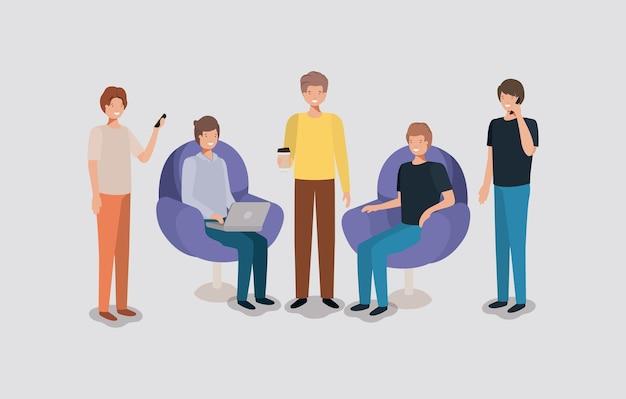 Groep mensen die technologie in de woonkamer gebruiken Premium Vector