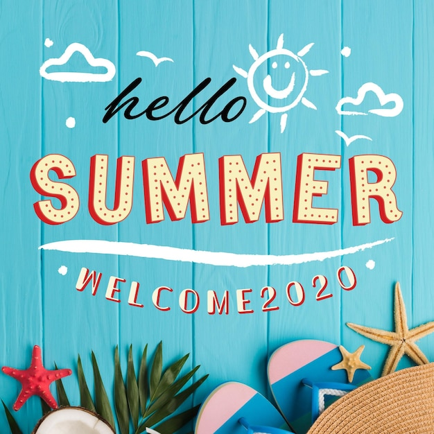 Hallo zomer belettering met strandbenodigdheden Gratis Vector