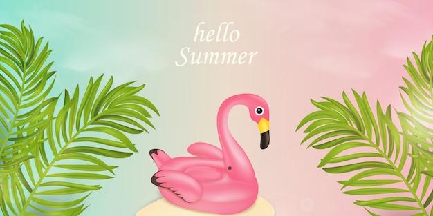 Hallo zomervakantie typografisch. het ontwerpconcept van de zomerbanner met strandelementen, roze flamingo-poolvlotter, tropische palmbladen op roze, blauwe hemelachtergrond. illustratie Premium Vector