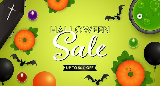 Halloween sale belettering met drankje, pompoenen en vleermuizen Gratis Vector