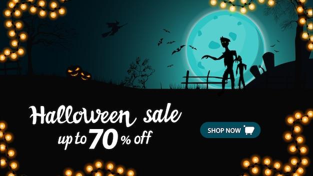 Halloween-verkoopbanner, horizontale kortingsbanner met nachtlandschap met grote blauwe volle maan, zombie en heksen. Premium Vector