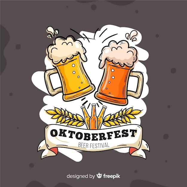 Hand getekend oktoberfest met bier tocht Gratis Vector