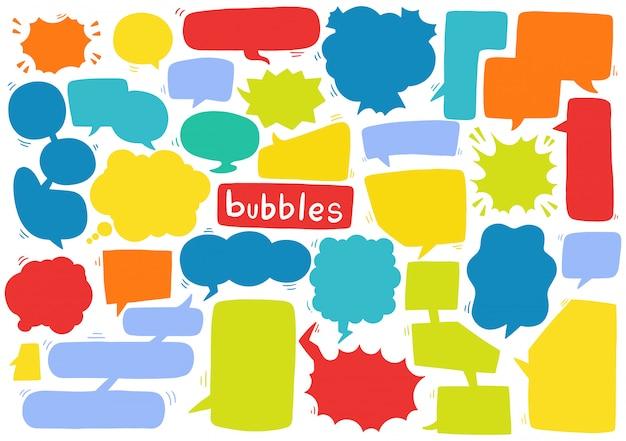 Hand getrokken achtergrond set van schattige tekstballon in doodle stijl Premium Vector