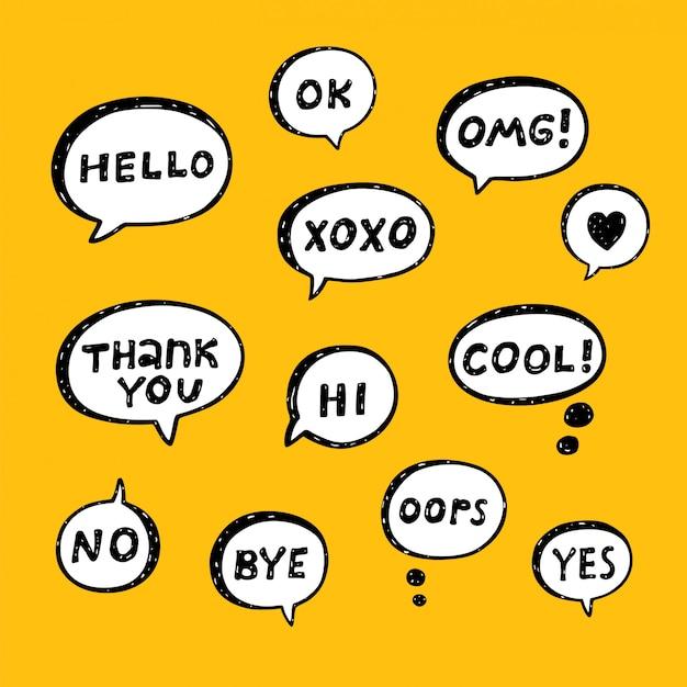 Hand getrokken set tekstballonnen met handgeschreven korte zinnen: ja, nee, cool, dank u, doei, ok, omg, xoxo, hallo, hallo, oeps Premium Vector