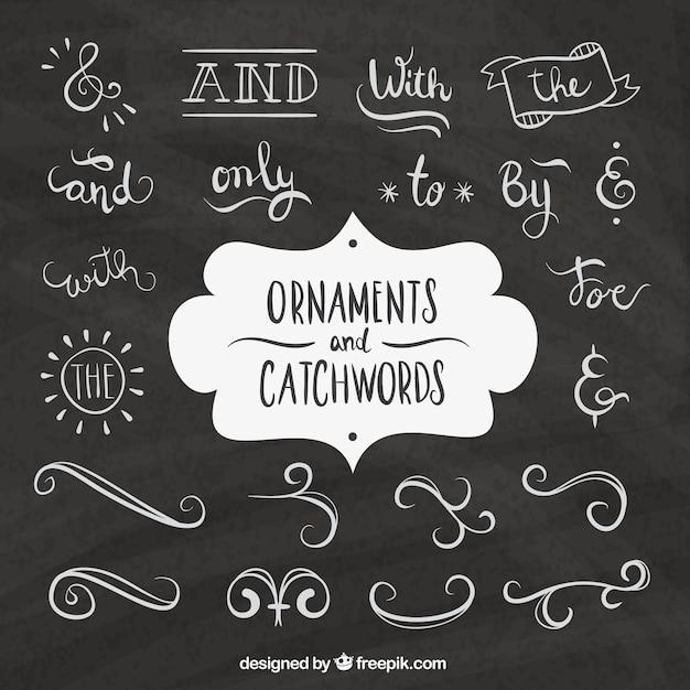 Hand getrokken woorden en sierelementen in blackboard effect Gratis Vector