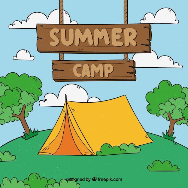Hand getrokken zomer kamp achtergrond met houten bord Gratis Vector