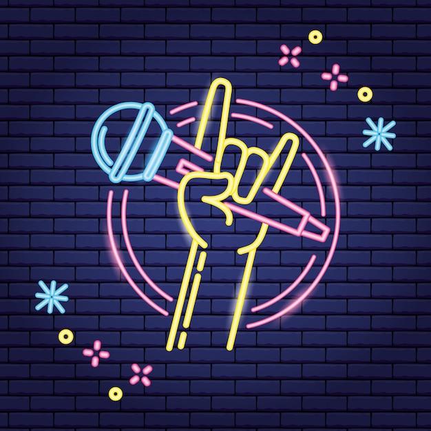 Hand met microfoon in neonstijl, karaoke Gratis Vector