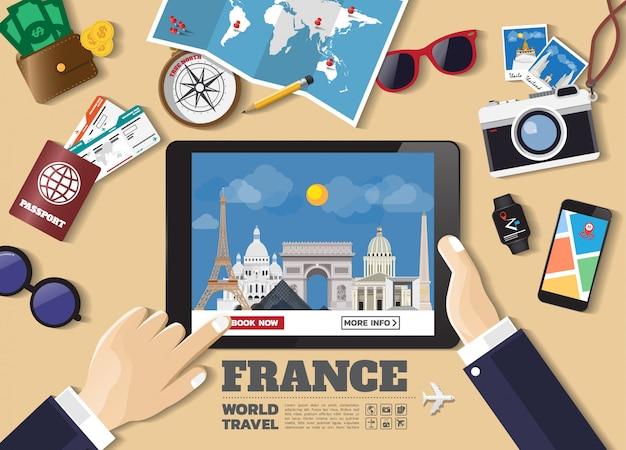 Hand met slimme apparaat boeken reisbestemming. frankrijk beroemde plaatsen. Premium Vector
