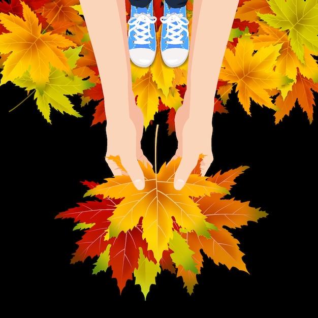 Handen houden kleurrijke herfstbladeren helder boeket herfst, bloemen. hallo herfst belettering Premium Vector