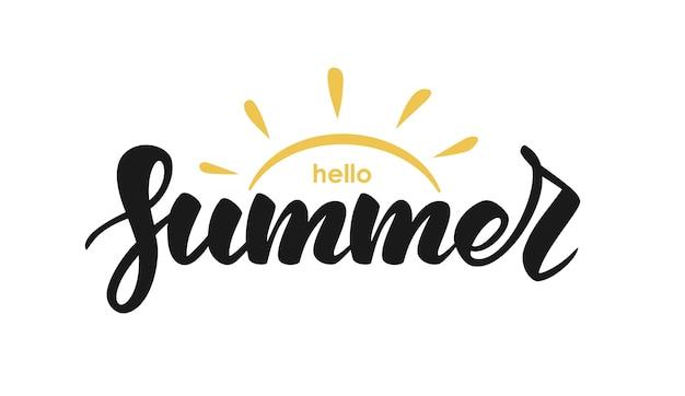 Handgeschreven belettering citaat van hallo zomer met zon op witte achtergrond Premium Vector