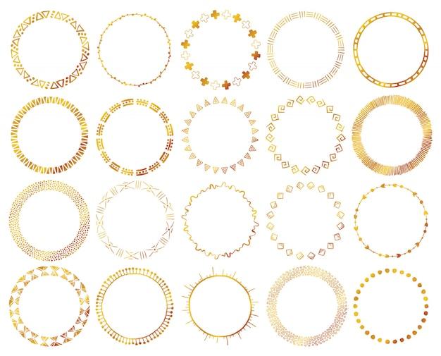 Handgetekende etnische penselen in gouden kleur. Premium Vector