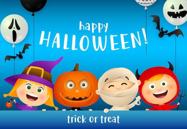 Happy halloween belettering en kinderen in monsters maskers Gratis Vector
