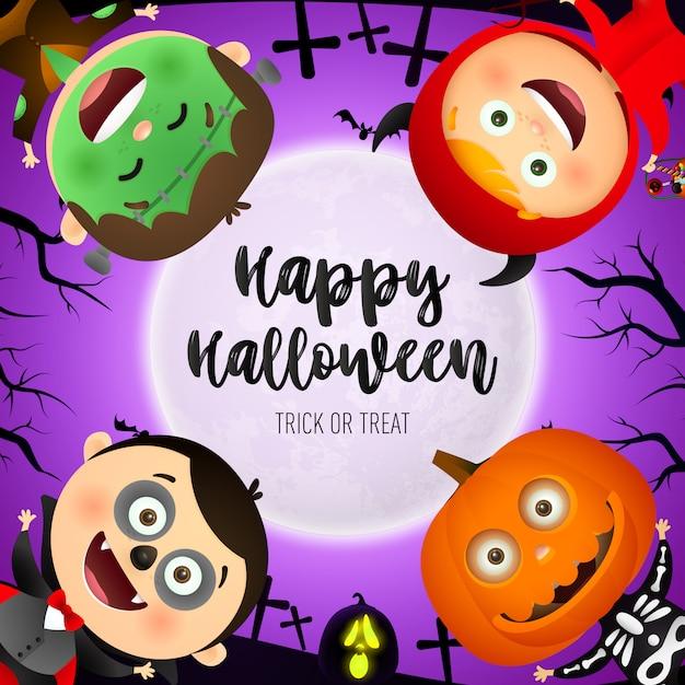 Happy halloween belettering, kinderen dragen monsters kostuums Gratis Vector