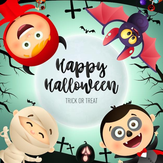 Happy halloween belettering, kinderen in monsters kostuums, vleermuis Gratis Vector