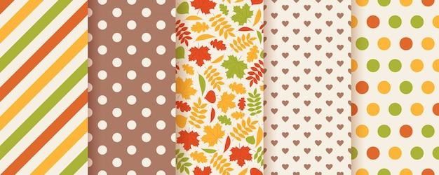 Herfst naadloze patroon met herfstbladeren. Premium Vector