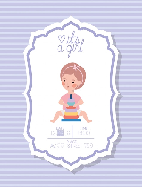 Het is een kaart van het meisjesbaby shower met klein jong geitje en ringenstapel stuk speelgoed Gratis Vector