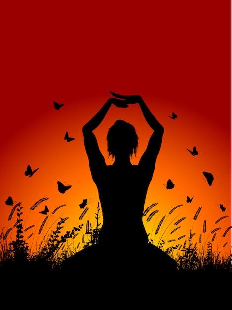 Het wijfje in yoga stelt tegen zonsonderganghemel Gratis Vector