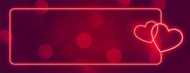 Hou van neon harten vaandelframe met tekst ruimte Gratis Vector