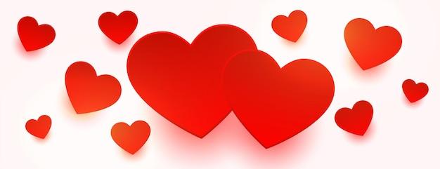 Houd van rode harten die op wit bannerontwerp drijven Gratis Vector