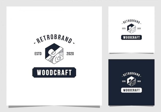 Houten ambachtelijk logo in vintage stijl Premium Vector