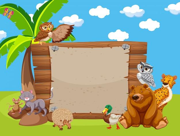 Houten bord met schattige dieren in het park Gratis Vector