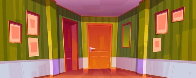 Huis gang interieur met gesloten deuren naar kamers, groen behang, fotolijsten en spiegel aan de muur Gratis Vector