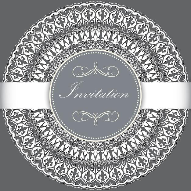 Huwelijksuitnodiging en aankondigingskaart met sier rond kant met arabesque elementen. Gratis Vector