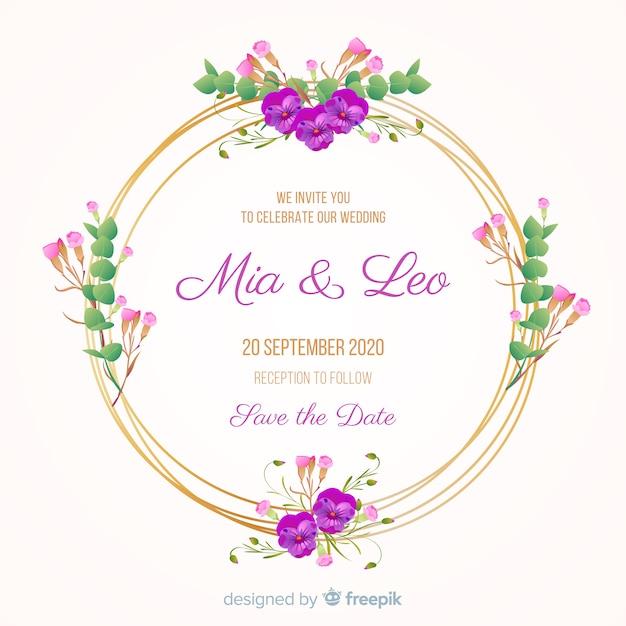Huwelijksuitnodiging met gouden bloemenframe Gratis Vector