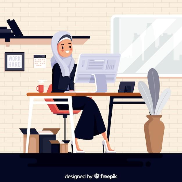 Illustratie van moslimvrouw die op het kantoor werken Gratis Vector