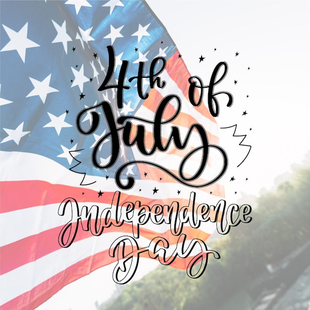 Independence day belettering concept Gratis Vector