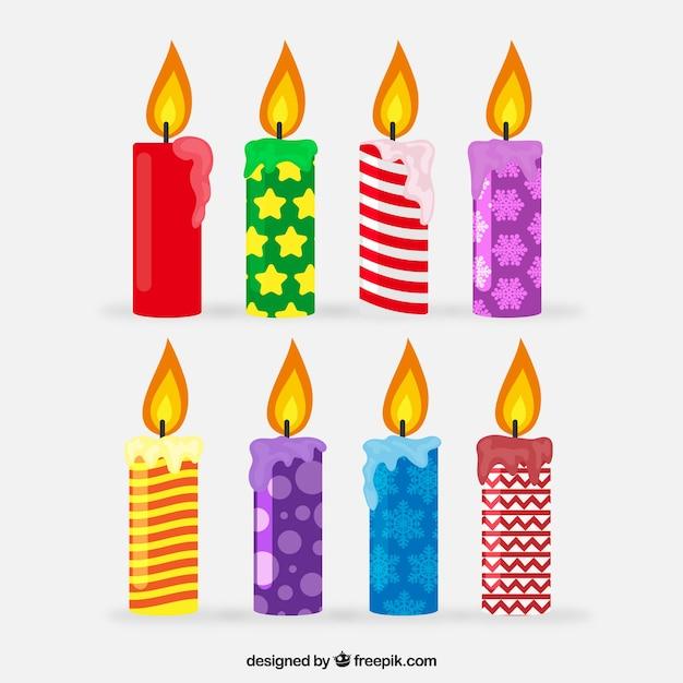 Inzameling van kleurrijke kerstmiskaarsen Gratis Vector