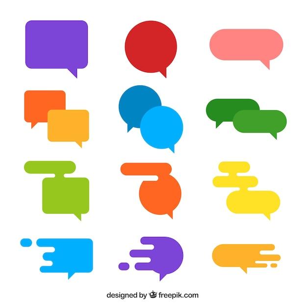 Inzameling van kleurrijke spraakbellen in plat ontwerp Gratis Vector