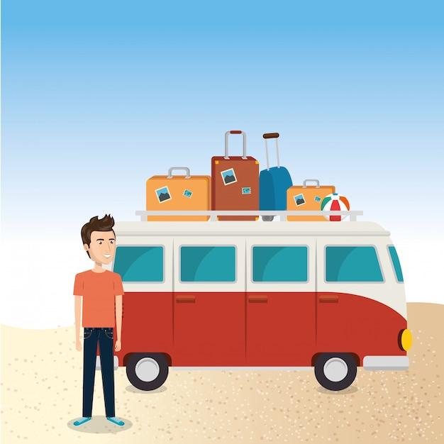 Jonge man op het strand met koffer en auto Gratis Vector