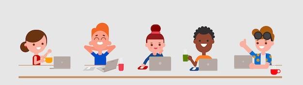 Jonge volwassen karakters met behulp van laptopcomputer in platte ontwerpstijl geïsoleerd. diversiteit mensen portretten met hun laptops. Premium Vector