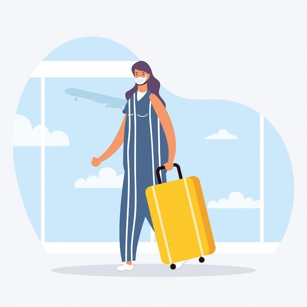 Jonge vrouw die medisch masker met koffer draagt Premium Vector