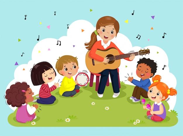 Jonge vrouw gitaar spelen met een groep kinderen zingen en spelen van muziekinstrumenten. vrouwelijke leraar en leerlingen met muziek in het park. Premium Vector