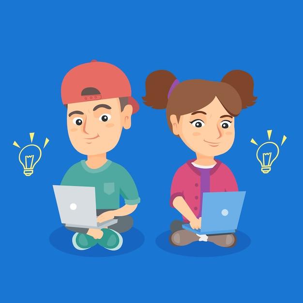 Jongen en meisje die aan laptops met ideebollen werken. Premium Vector