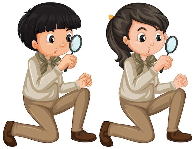 Jongen en meisje in verkenner eenvormig op witte achtergrond Gratis Vector