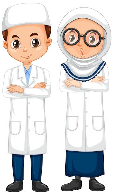 Jongen en meisje in wetenschapstoga die zich op witte achtergrond bevinden Gratis Vector