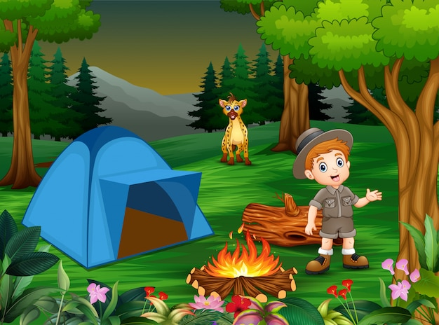 Jongens in kampeeruitrusting met een hyena op de camping Premium Vector