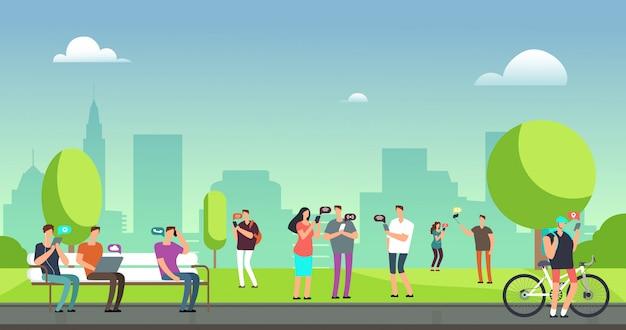 Jongeren die smartphones en tabletten gebruiken die in openlucht in park lopen. Premium Vector