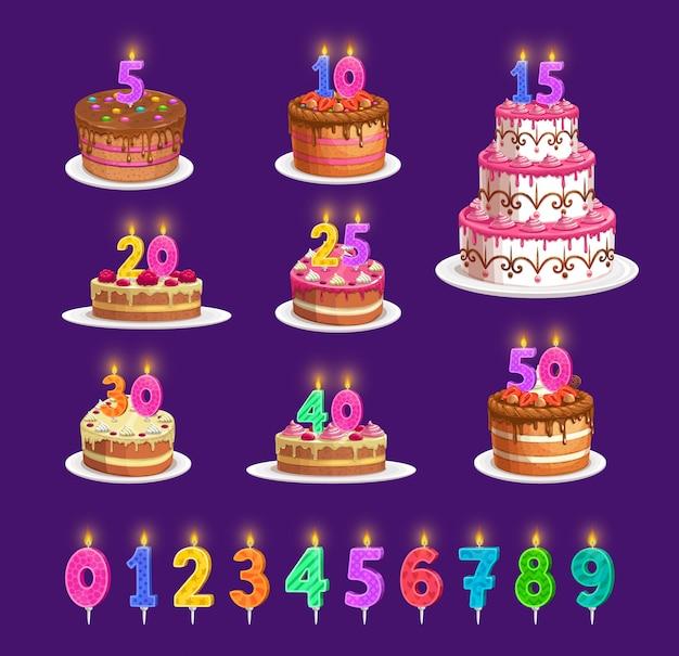 Kaarsen op de verjaardagstaart met aantal leeftijd, de pictogrammen van de feestpartij. gelukkige verjaardag cupcake en gestreepte kaarsen met vuurlicht rood, blauw, oranjegeel en groen, jubileumkaarslicht Premium Vector