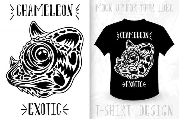 Kameleon gezicht. ontwerpidee voor t-shirt print in vintage zwart-wit stijl. Premium Vector