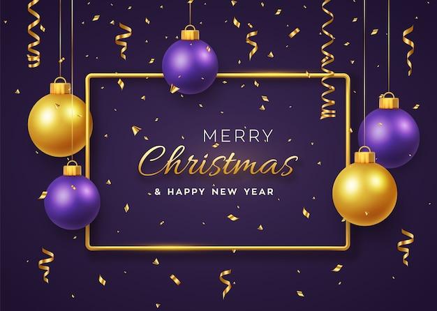 Kerst achtergrond met hangende glanzende gouden en paarse ballen en gouden metalen frame Premium Vector