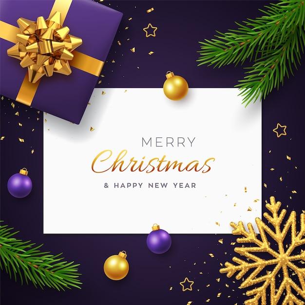 Kerst achtergrond met vierkante papieren banner, realistische paarse geschenkdoos met gouden strik, pijnboomtakken, gouden sterren en glitter sneeuwvlok Premium Vector