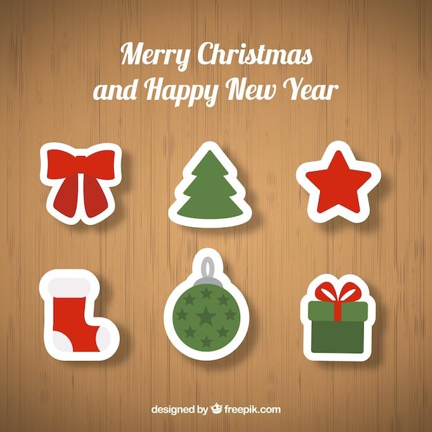 Kerst ornamenten op houten achtergrond Gratis Vector