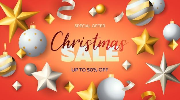Kerst sale belettering met sterren en kerstballen Gratis Vector