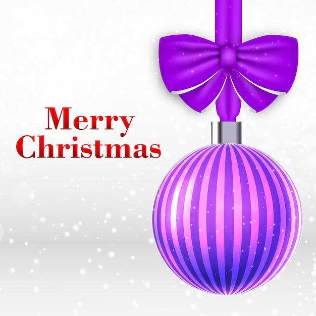 Kerstkaart met mooie gestreepte violette kerstbal Gratis Vector