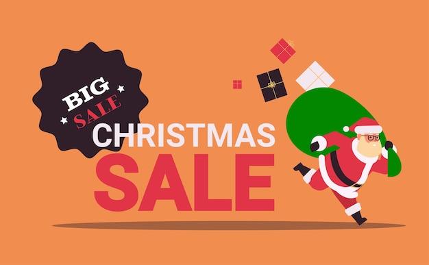 Kerstman loopt met grote zak geschenkdozen banner kerst verkoop Premium Vector